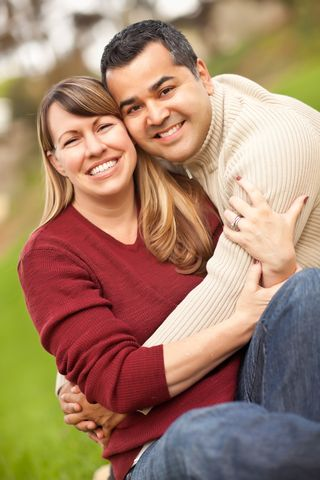 2015-02-20 young couple hugging