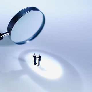 2014-12-19 magnify glass people