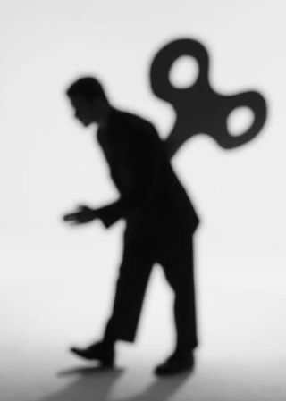 2014-11-28 Man with turn key