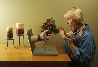 2014-10-24 Laptop giving flowers